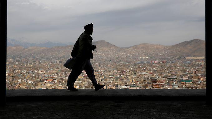 Telefon-Verbot in Afghanistan: In weiten Teilen des Landes fügen sich die Mobilfunkanbieter den Drohungen der Taliban.