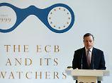Blick auf Lohnentwicklung: Draghi verknüpft Anleihenkäufe mit Inflation