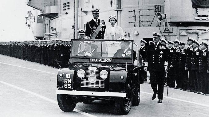 Land Rover Series I mit Queen Elizabeth II und Prinz Philip 1958.