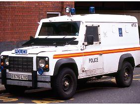Auch zum gepanzerten Polizeifahrzeug taugt der Land Rover Defender.