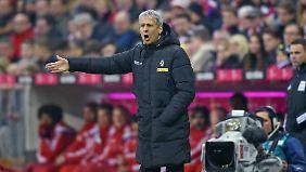 Dass Lucien Favre im Bayern-Stadion und nicht im Fußballtempel des BVB steht, ist zufallsbedingt.