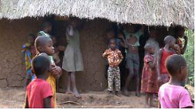Geschäft mit Hilfsgeldern: Ugandische Frauen improvisieren Waisenhaus