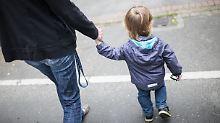 """Linke: Lage ist """"beschämend"""": Mehr Familien beziehen Kinderzuschlag"""