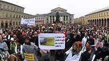 """""""Schrei nach Liebe"""" in München: Demonstranten singen gegen Pegida"""