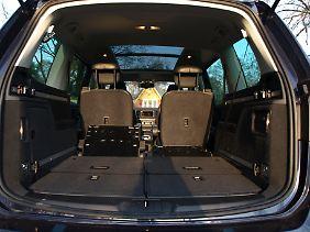Mit einem Handgriff sind die Sitze der dritten Reihe umgelegt. Maximales Ladevolumen: 2430 Liter.