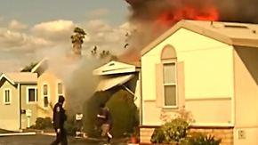 Wenige Sekunden vor Explosion: Mann im letzten Moment aus brennendem Haus gerettet