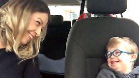 Karaoke mit strahlendem Lachen: Singende Down-Syndrom-Kinder entzücken Millionen