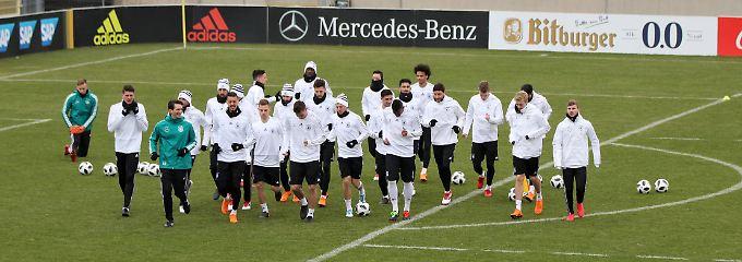 Der Weltmeister trifft den Ex: Toleranter Bundestrainer sucht willige Spieler