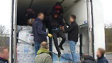 Lkw-Fahrer wusste von nichts: Polizei befreit Flüchtlinge aus Kühllaster