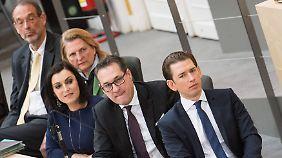 Regierung mit neuem Stil: Kurz, Strache und mehrere Minister (v.r.) auf der Regierungsbank.
