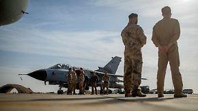 """""""Immer ein mulmiges Gefühl"""": Zu Besuch bei der Truppe in Jordanien"""