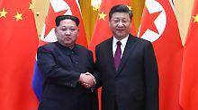 Bei seinem Besuch in China soll Kim (links) Abrüstungsgespräche im Sechs-Länder-Format nicht mehr ausgeschlossen haben.
