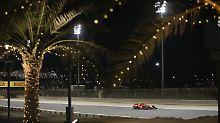 Hamilton kassiert Strafe: Vettel hängt Mercedes im Wüstensand ab