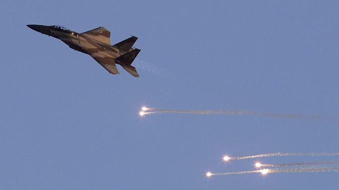 Israelischer F-15-Jet bei einem Demonstrationsflug