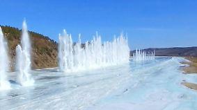 Spektakuläre Bilder: Chinesen sprengen zugefrorenen Fluss