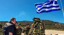 Der griechische Verteidigungsminister Panos Kammenos, hier bei einem Truppenbesuch Anfang April.