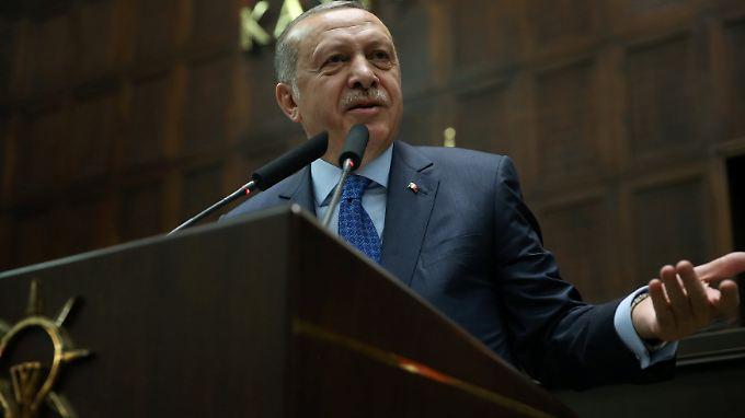 Erdogan richtet seinen Appell an AKP-Anhänger in ganz Europa.