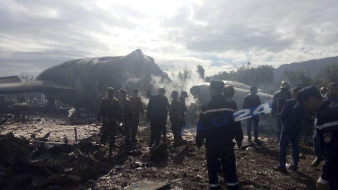 Militärmaschine in Algerien verunglückt: Mehr als 250 Menschen sterben bei Flugzeugabsturz