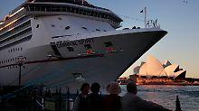 Besatzung stellt Suche ein: Frau stürzt von Kreuzfahrtschiff