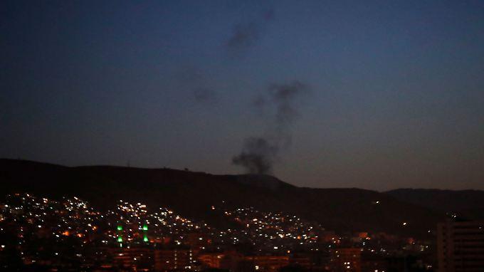 Bomben auf Giftgas-Fabriken: USA und Verbündete greifen Ziele in Syrien an
