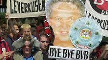 Die Fans von Bayer Leverkusen sind zuversichtlich was die Titelaussichten ihres Trainers Klaus Toppmüller und der Werkself angeht.