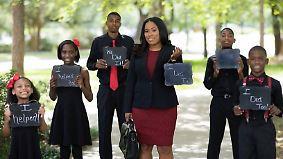 Mit Unterstützung ihrer Kinder: Fünffache Single-Mutter schließt mit 33 Jahren Jurastudium ab