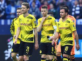Enttäuscht in Gelsenkirchen: die Dortmunder André Schürrle, Marco Reus und Mario Götze.