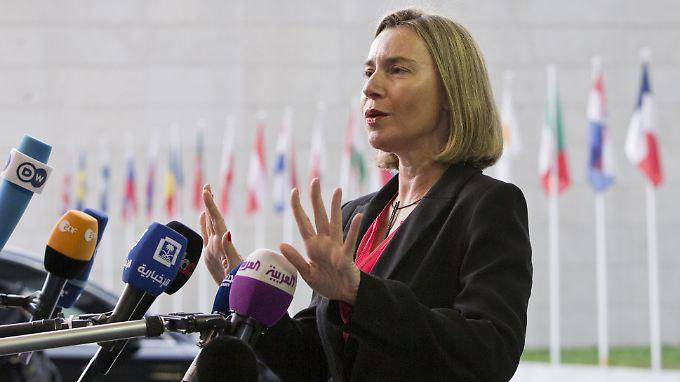 Die EU-Außenbeauftragte Federica Mogherini bezieht am Rande eines Treffens der EU-Außenminister Stellung.