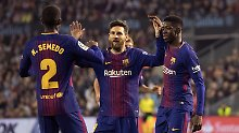 So Jungs, und jetzt gewinnen wir mal wieder den Pokal: Lionel Messi mit den Kollegen Nélson Semedo und Ousmane Dembélé.