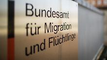 Korruptionsskandal beim Bamf: Bund verspricht Prüfung von Asylanträgen