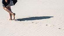 Neue Vergleichsstudie: Barfußgehen ist gesünder als Schuhe tragen