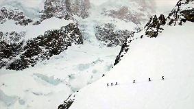 Schneestürme und 90.000 Höhenmeter: Extremsportler überwinden Alpen in Rekordzeit