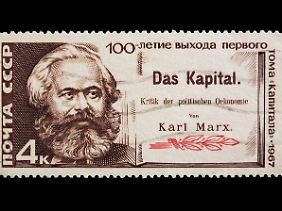 """Sowjetische Briefmarke von 1967 anlässlich des 100. Jahrestages des Erscheinens des ersten """"Kapital""""-Bandes."""