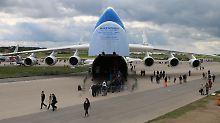 Auf der ILA kaum zu übersehen: Die Antonow An-225 ist das größte und schwerste Frachtflugzeug der Welt.