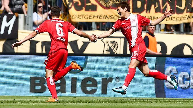 Düsseldorf legt vor - und in letzter Minute nach: Der Aufstieg ist perfekt.