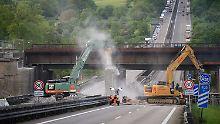 Vorbereitungen zum Ausbau der A8 bei Pforzheim (Baden-Württemberg).