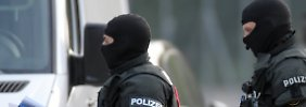 Die Polizei durchsuchte am Morgen das Flüchtlingsheim in Ellwangen.