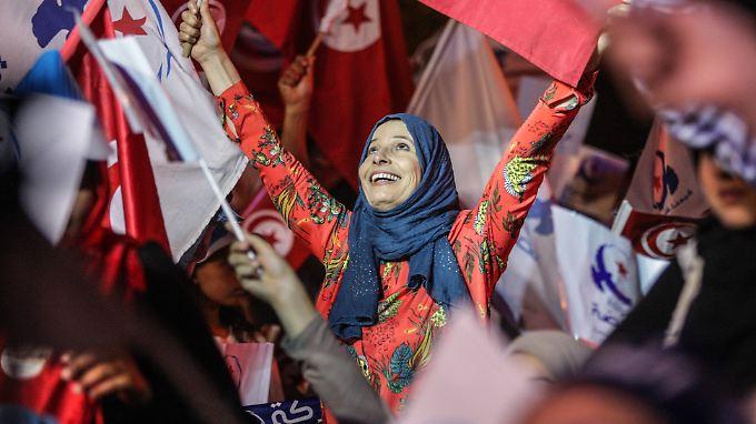 Anhängerin der Ennahda-Partei bei einer Wahlkampfveranstaltung 2014. Die jetzt stattfindende Kommunalwahl gilt als wichtiger Stimmungstest für die Parlamentswahlen 2019.