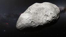 """Asteroid """"2004 EW95""""  in einer künstlerischen Darstellung. Er ist 300 Kilometer groß und vier Milliarden Kilometer weit weg."""