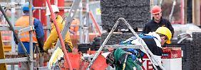"""Clement holt die """"Kuh vom Eis"""": Bauarbeiter bekommen mehr Geld"""