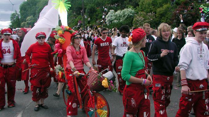 Norwegische Jugendliche bereiten sich teilweise Jahre auf diese Partywochen vor.