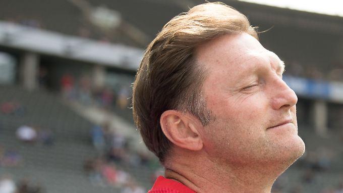 Hasenhüttl hat noch ein Jahr Vertrag in Leipzig, bleibt er?