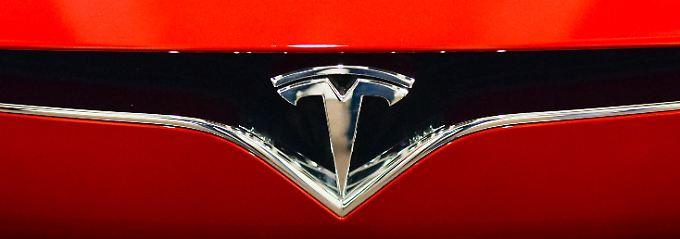 Aktienkurs springt an: Nimmt Musk Tesla von der Börse?