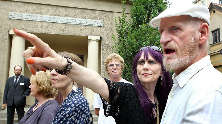 Dieter Kunzelmann bei der Urnenbeisetzung seines Mitstreiters Fritz Teufel im Jahr 2010.