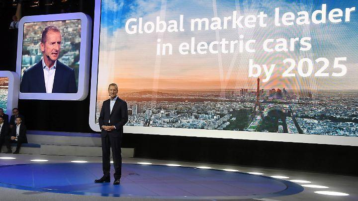 Großer Auftritt in Paris: Beim Autosalon 2016 trat Herbert Diess noch in seiner Funktion als VW-Markenchef auf. Mittlerweile ist er Volkswagen-Konzernchef