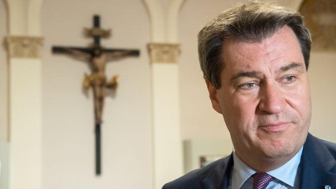In jeder bayerischen Behörde ein Kreuz aufzuhängen - Ministerpräsident Söder hatte diesen Kabinettsbeschluss angeregt.