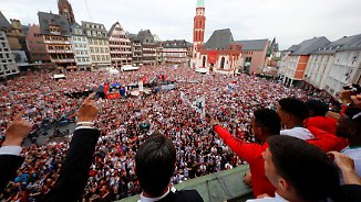 Emotionaler Partymarathon: Frankfurt nach DFB-Pokal-Sieg außer Rand und Band