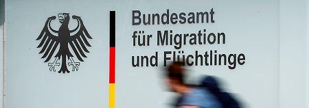 Affäre um Asylbescheide: SPD fordert Aufklärung von Merkel