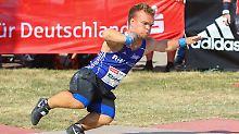Niko Kappel ist der erste Kleinwüchsige, der im Kugelstoßen die 14-Meter-Marke übertroffen hat.