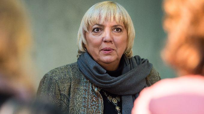 """Die Grünen-Politikerin Claudia Roth will """"Gesicht zeigen"""" und sich nicht """"unterkriegen lassen""""."""